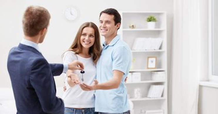 rodzina wynajmująca mieszkanie